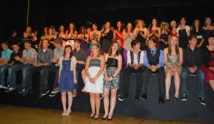 Gemeinsam verabschieden sich alle Entlassschüler mit einem Lied